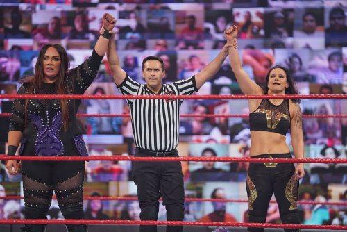 Nia Jax Shayna Baszler Layce Evan vencen a Charlotte Flair Raw 26 Enero