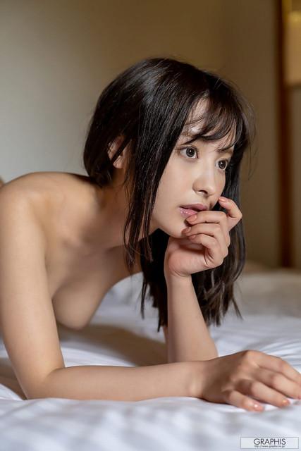 Momonogi Kana 桃乃木かな