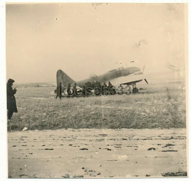 1-Foto-sowjetisches-Flugzeug-an-der-Ostfront-Wehrmacht-Beute