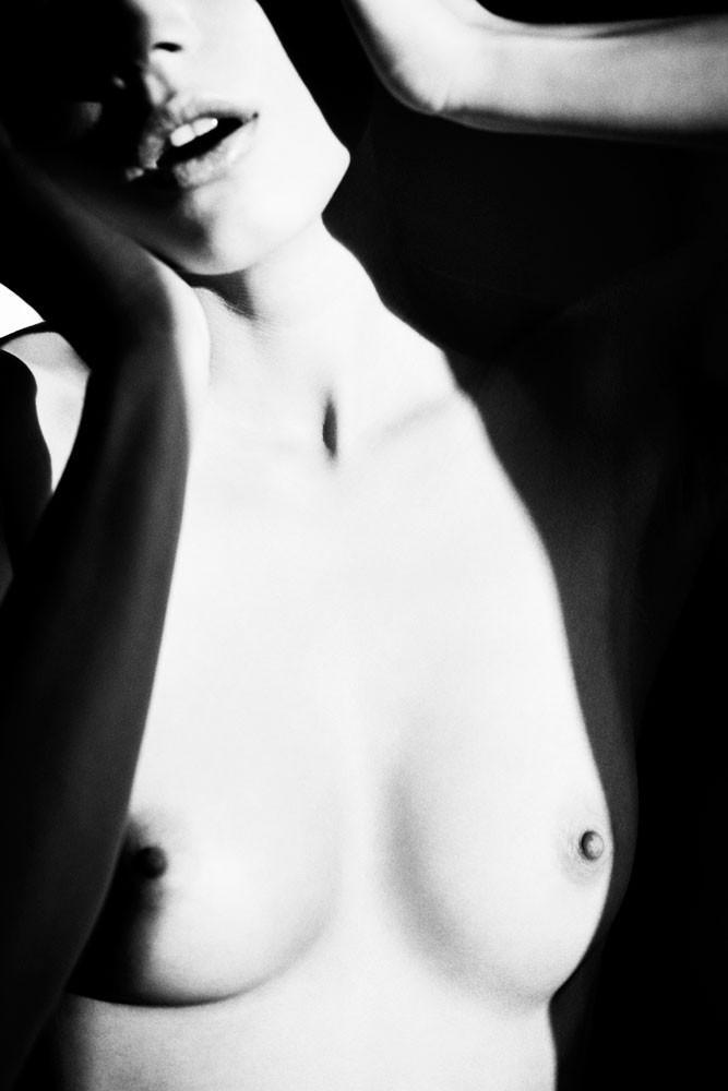 Динамичная красота в эротичных фотографиях Саймона Бродзиака 29