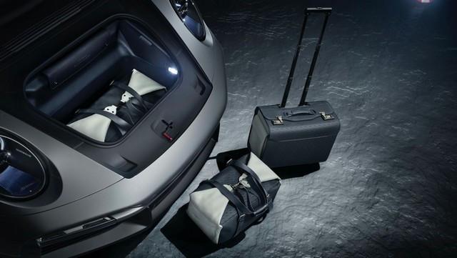 Haute performance sur terre et dans les airs: Porsche coopère avec Embraer EX22-V55-ID0014