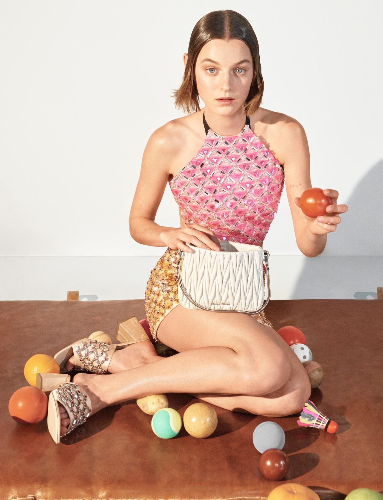 Emma Corrin volto della campagna Miu Miu SS21