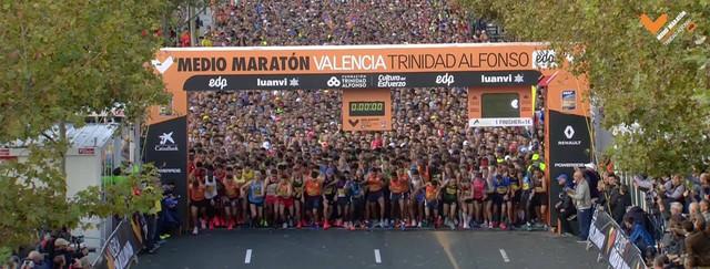 salida-medio-maraton-valencia-travelmarathon-es