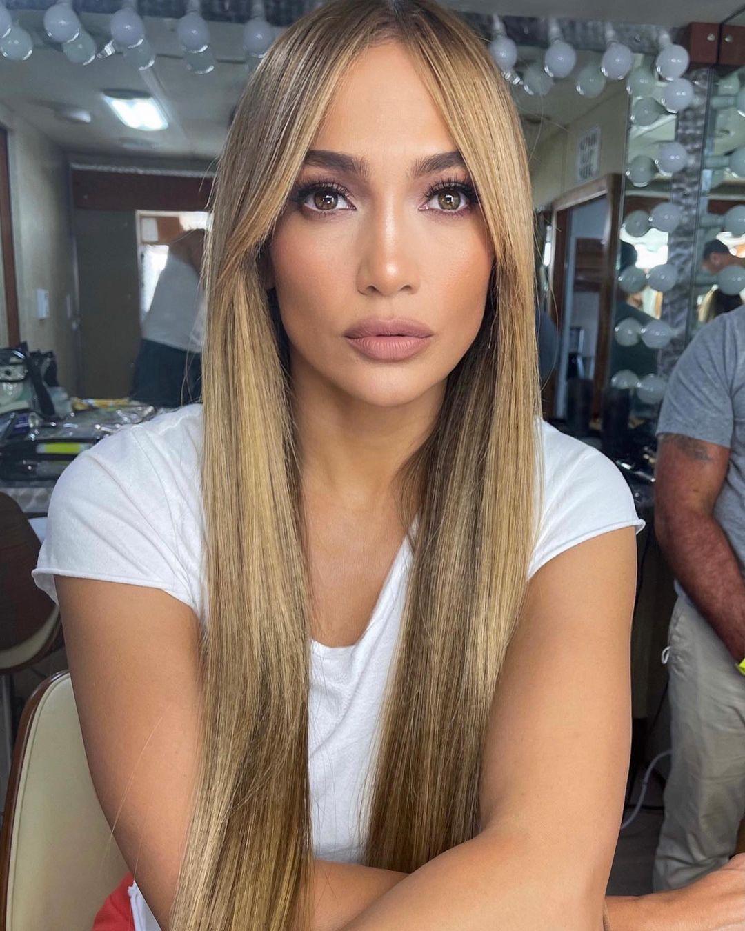Jennifer Lopez, nuovo look di capelli, liscio e lungo