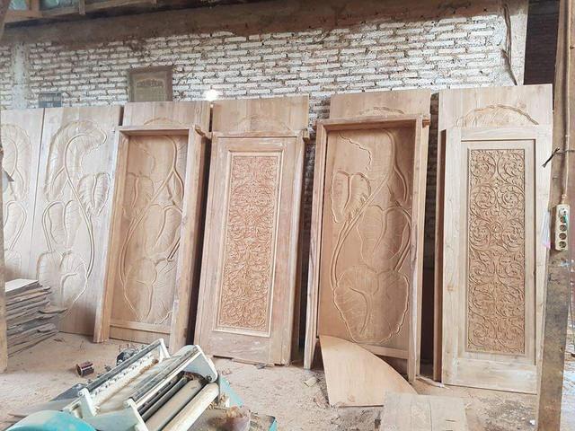pintu jati di Kotamobagu