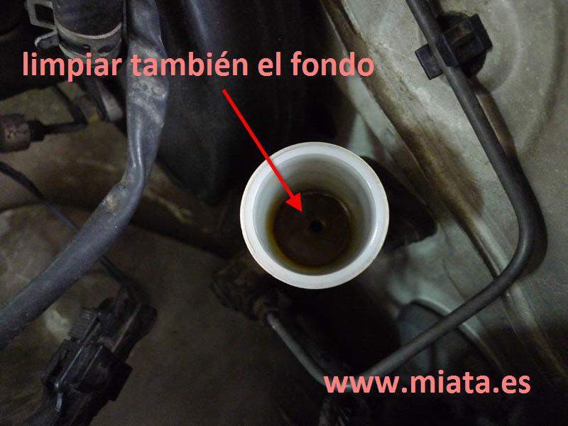 TUTORIAL DE COMO CAMBIAR EL EMPUJADOR HIDRAULICO DE LA LEVA DEL EMBRAGUE DEL MX-5/MIATA. 020