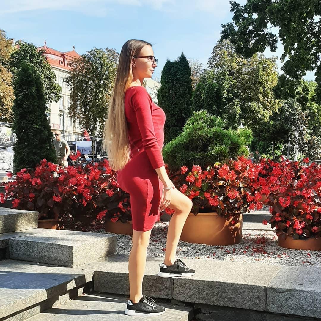 Alinka-Vladimirova-Wallpapers-Insta-Fit-Bio-9