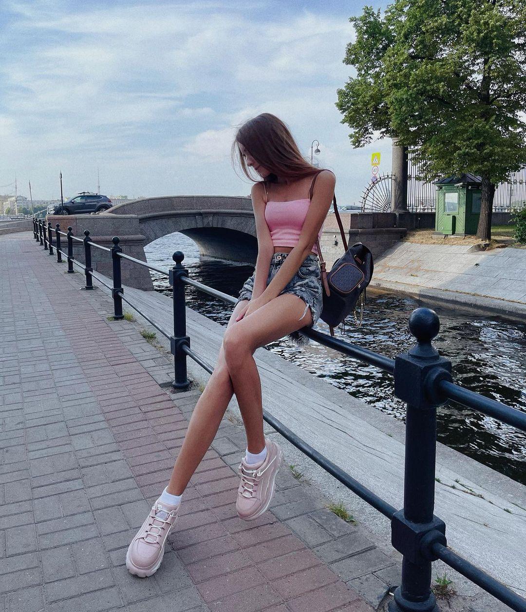 Ksenia-Angela-Wallpapers-Insta-Fit-Bio-3