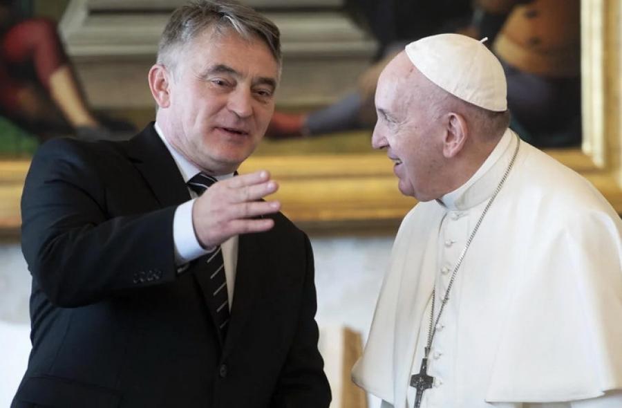 KOMŠIĆ U VATIKANU! Srdačan i sadržajan susret sa Papom Franjom!