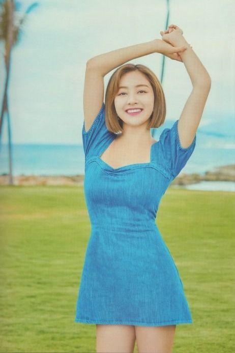 Twice-Jihyo-Style-Balloon-Sleeve-Denim-Dress
