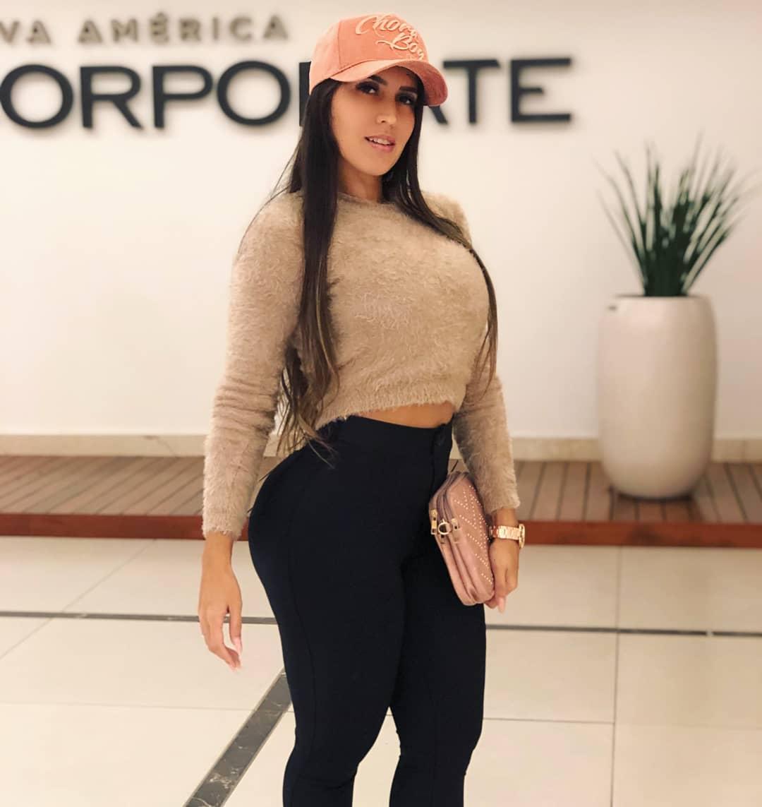 Amanda-Miguez-Wallpapers-Insta-Fit-Bio-2