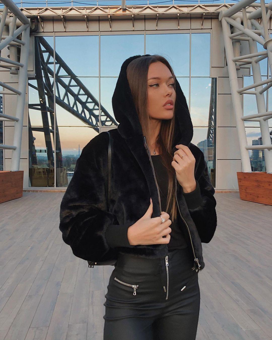 Natalie-Danish-Wallpapers-Insta-Biography-11