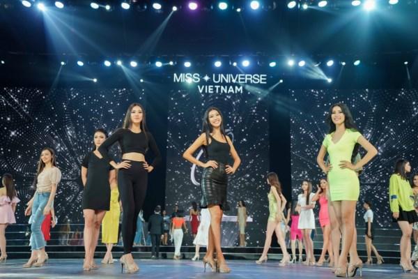 Tong-duyet-san-khau-ban-ket-Hoa-Hau-Hoan-Vu-Viet-Nam-2019-35-1600x1200.jpg