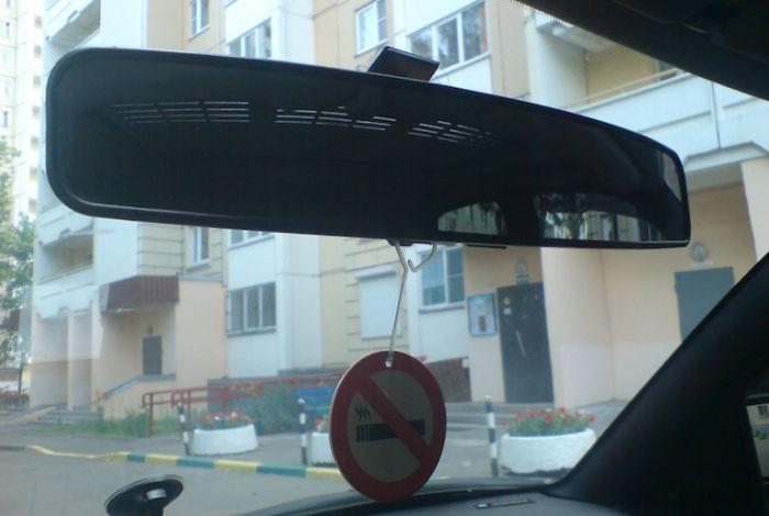 Панорамное зеркало - вещь видная, но малополезная. /Фото: drive2.com