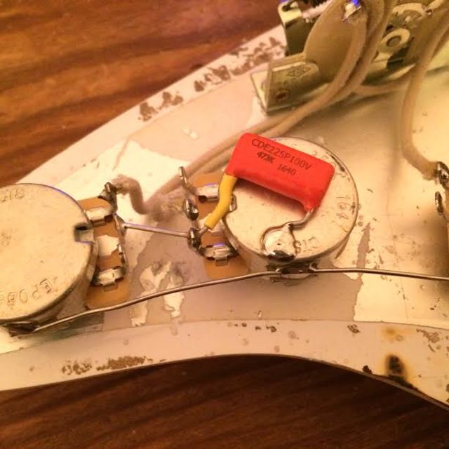 stratocaster-tone-capacitor-wiring