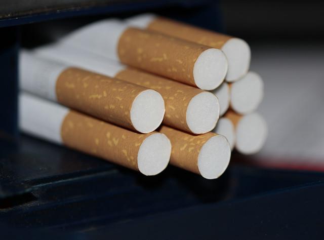 close-up-cigarettes-addiction-pleasure-tobacco-drugs-dependency-fine-food-cigarette-filter-1238594