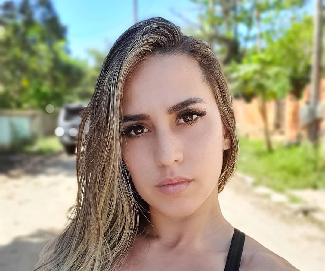 Amanda-Miguez-Wallpapers-Insta-Fit-Bio-16