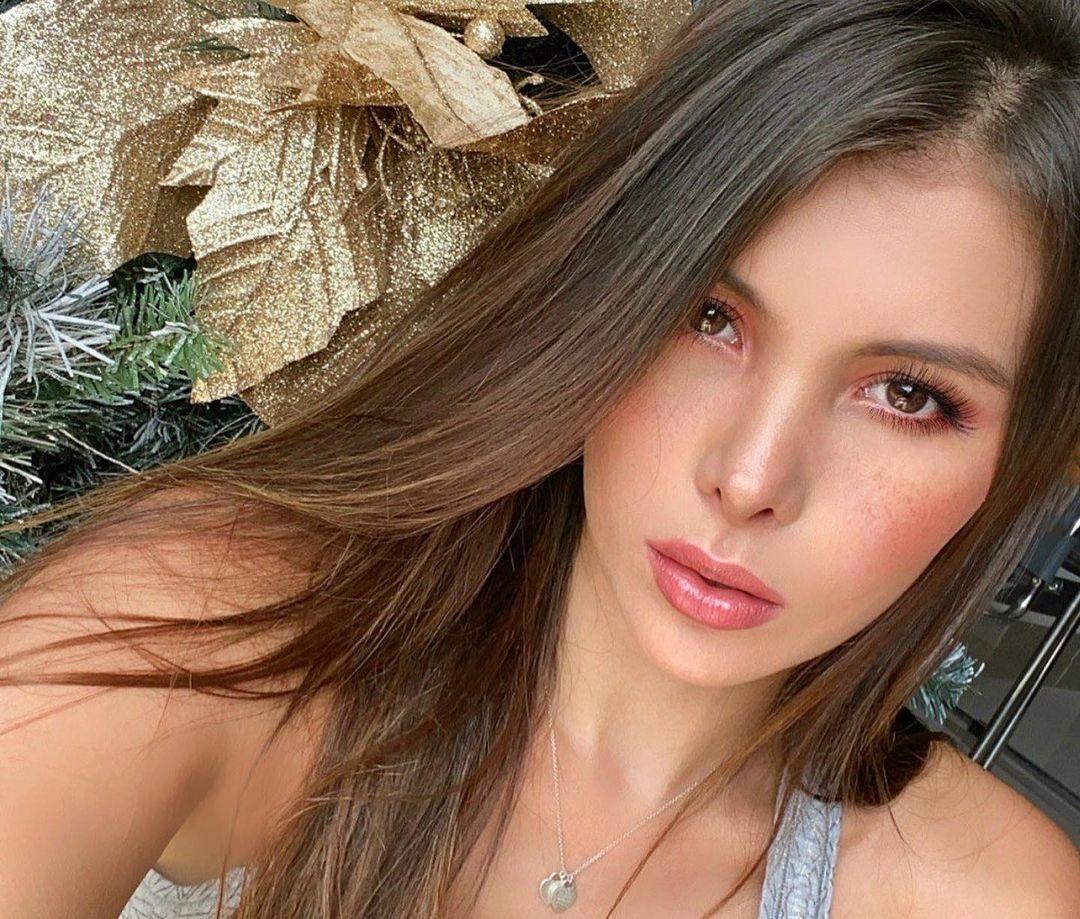Laura-Sofia-Restrepo-C-Wallpapers-Insta-Fit-Bio-9