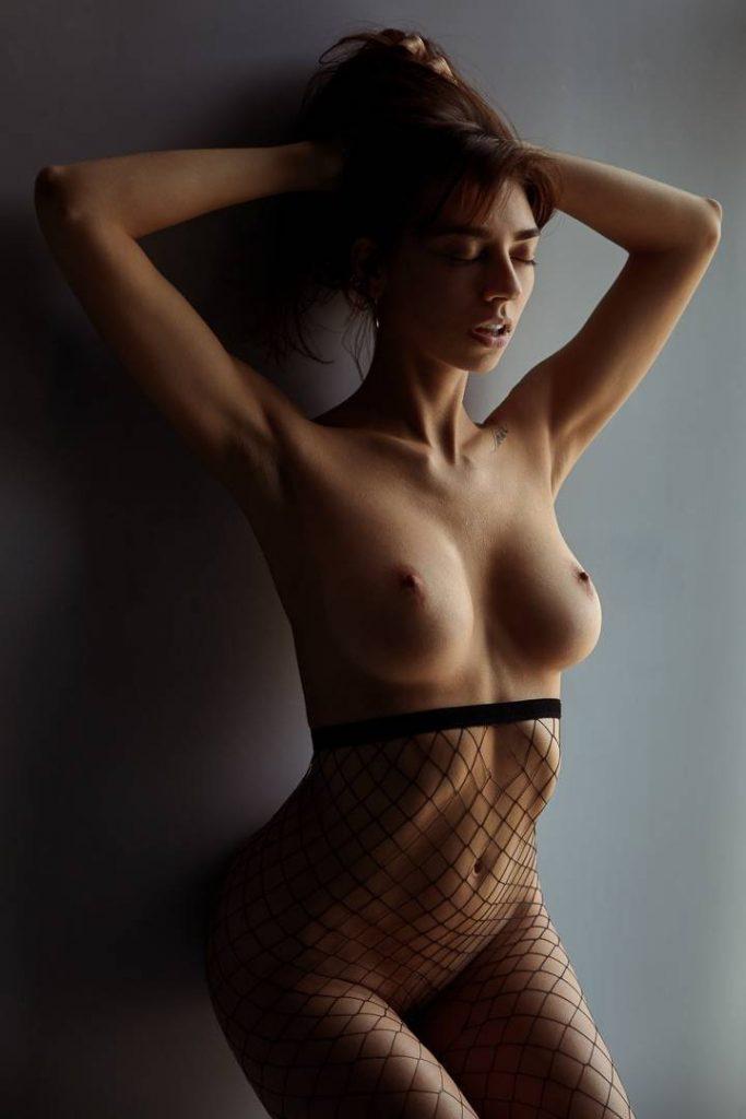 Voyeur-Flash-com-Irina-Lozovaya-nude-15-683x1024