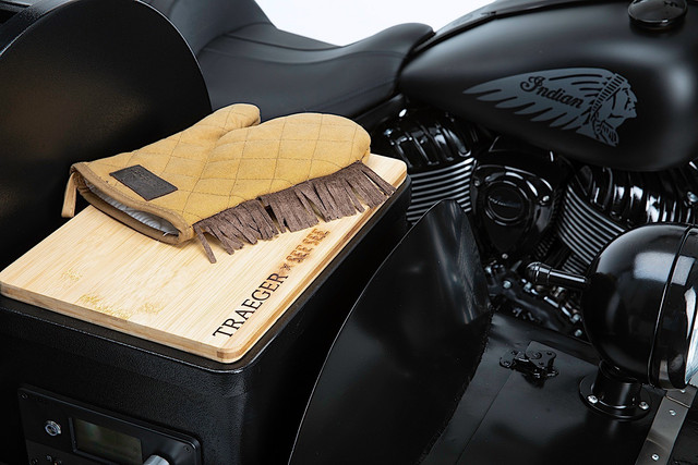 this-is-what-happens-when-you-mate-an-indian-motorcycle-with-a-traeger-grill-5.jpg