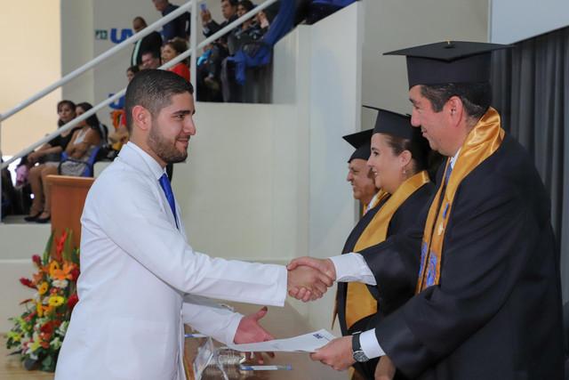 Graduacio-n-Medicina-95