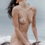 KENDALL-JENNER-NUDE-FULL-FRONTAL-SHOW-013