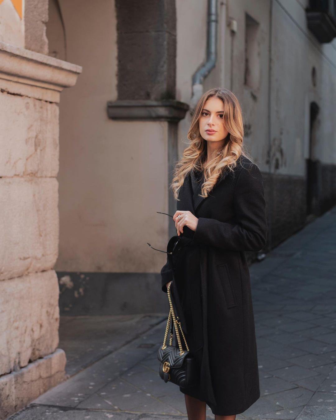 Chiara-Stile-Wallpapers-Insta-Fit-Bio-1