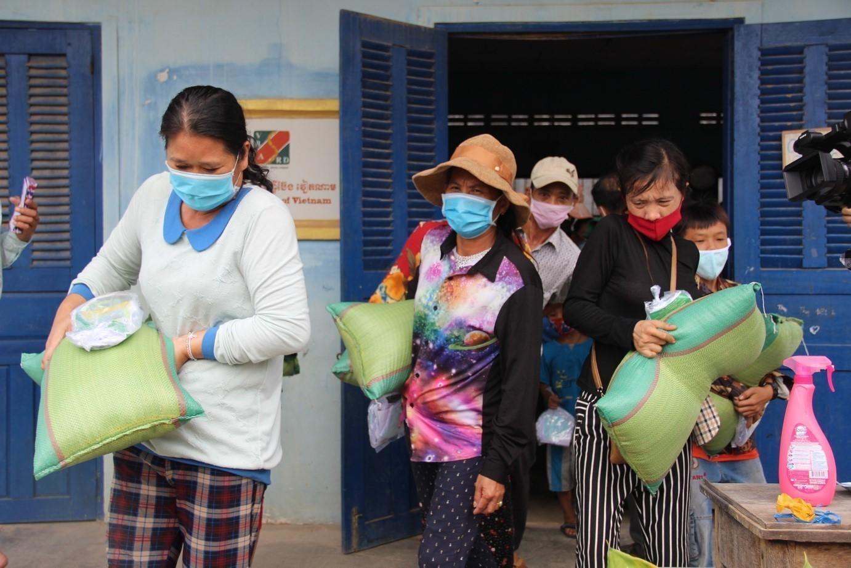ตั้งแต่ช่วงเดือน ก.พ. 2564 กัมพูชาเผชิญกับการระบาดของ COVID-19 ระลอกใหม่ในประเทศ