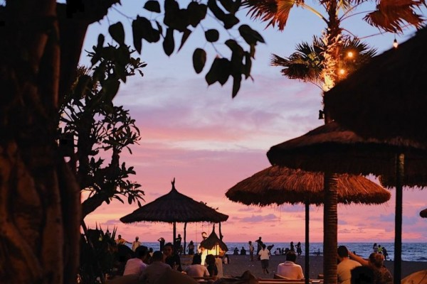 Keren Banget! 5 Beach Bar di Bali Buat Menyaksikan Sunset