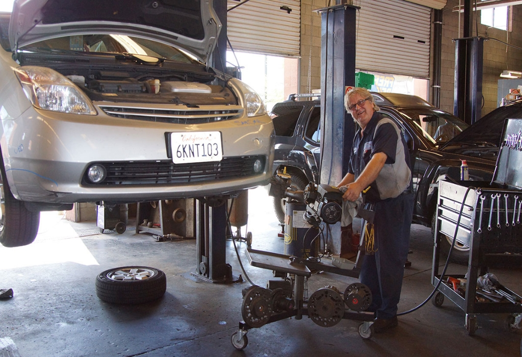 What Everybody Dislikes About Automotive Repair And Why