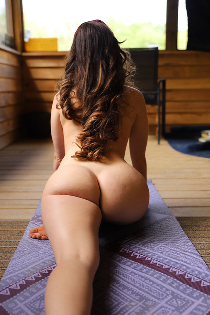 abbyopel-15-05-2021-2110389117-Anyone-up-for-some-yoga-today-Clothing-optional-othing-optional-then