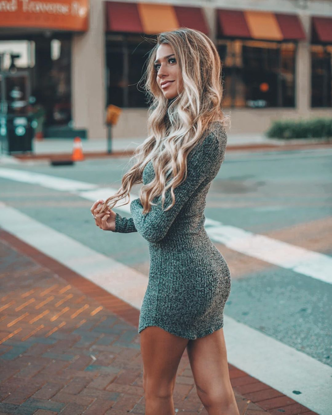 Emily-Tanner-Wallpapers-Insta-Fit-Bio-3