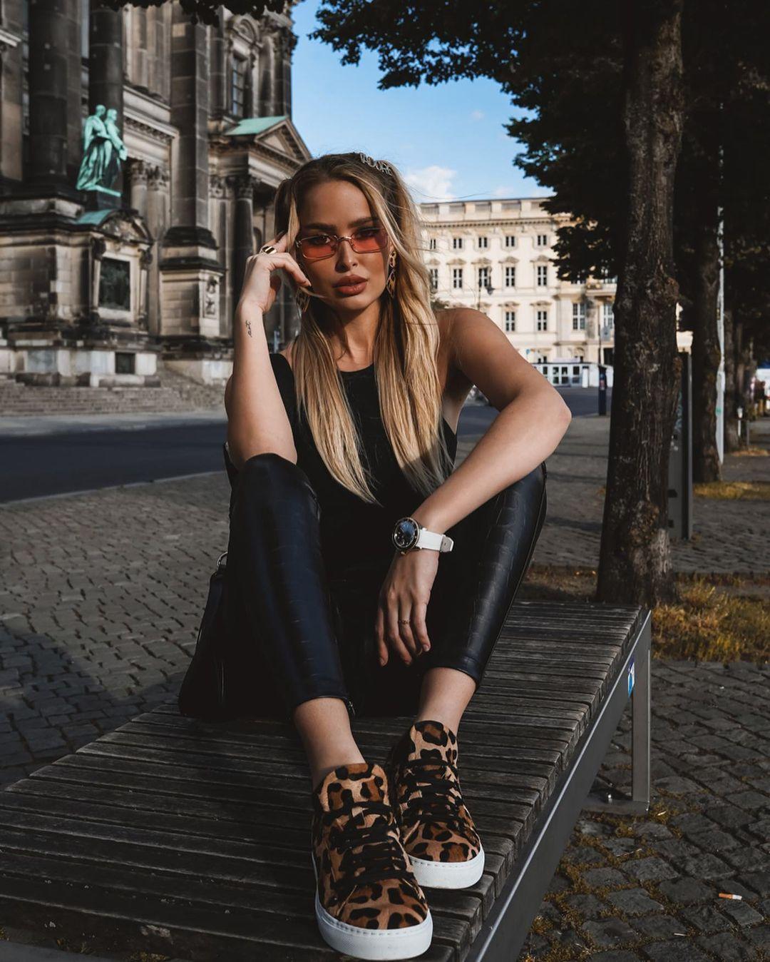 Elena-Kamperi-Wallpapers-Insta-Fit-Bio-10