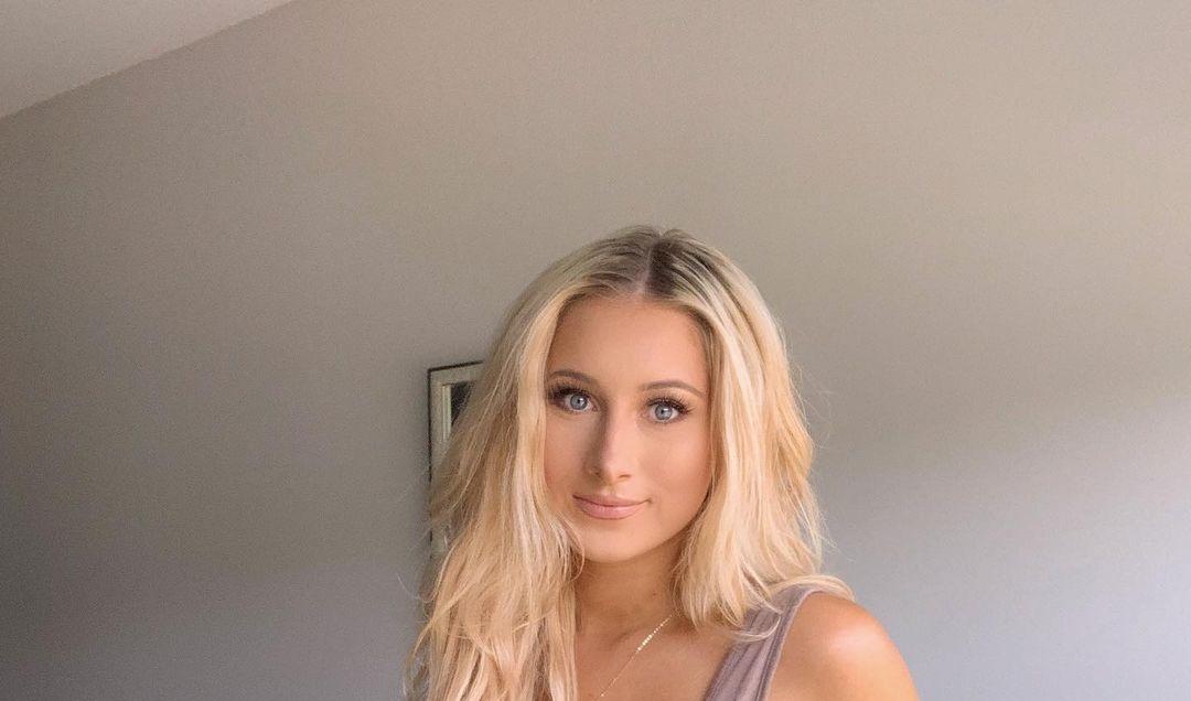 Emma-Kself-Wallpapers-Insta-Fit-Bio-9