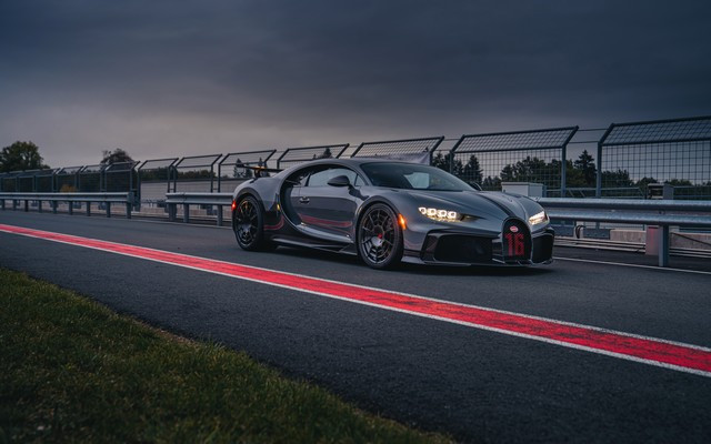 Premiers trajets en Bugatti Chiron Pur Sport 10-01-pur-sport-first-drives-jet-grey