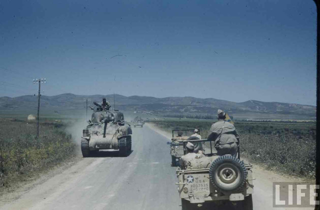 Sightseeing in Tunisia 1943 (Jeep + fig Reedoak 1/35) 1279818072-86