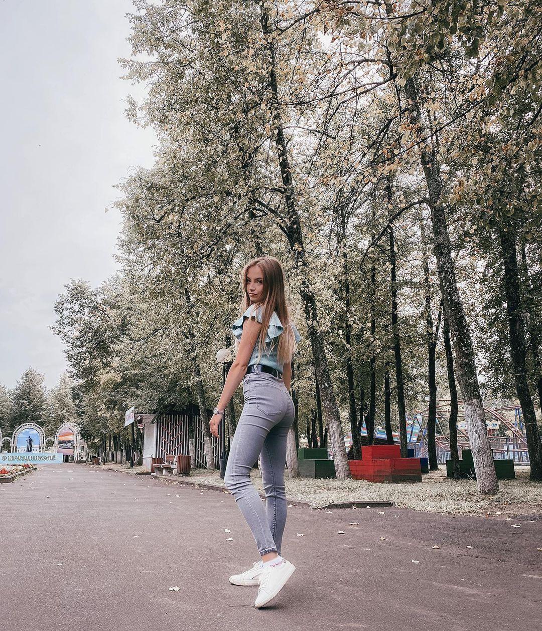 Anastasia-Fefilova-Wallpapers-Insta-Fit-Bio-10