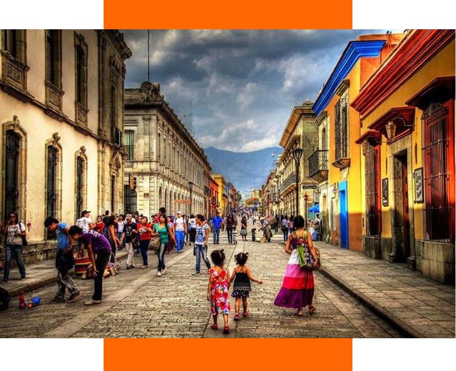 calle colonial Oaxaca durante la pandemia. Se puede viajar seguro a Oaxaca