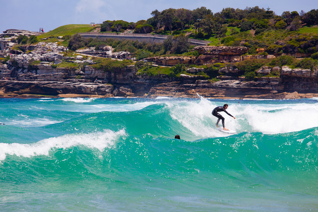 The-Exciting-of-New-South-Wales-Surfing-at-Bondi-Beach