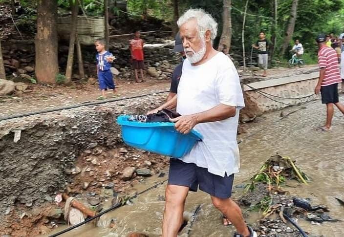 Xanana Gusmao saat turun langsung membantu korban banjir dan tanah longsor di Dili, Timor Leste, pada Sabtu-Minggu (3-4 April 2021).
