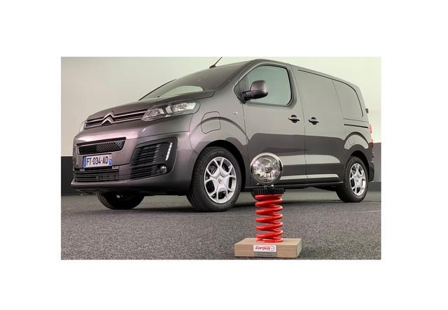 Citroën ë-Jumpy Reçoit Le Trophée « Utilitaire De L'année 2021 » Décerné Par L'argus Trophee-argus-V-cobee-citroen1400-O-2