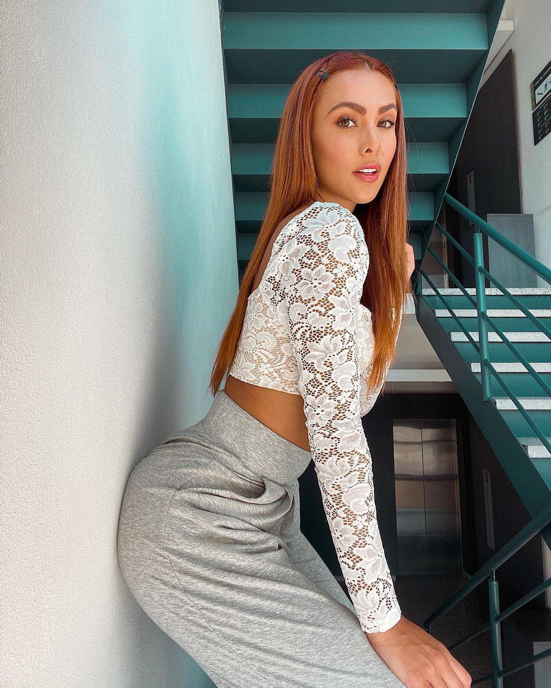 Karina-Ramos-Wallpapers-Insta-Fit-Bio-9