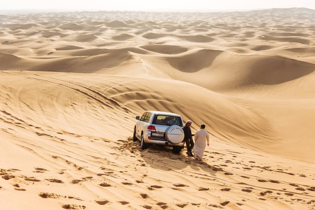 Open-Trip-Dubai-Plus-Abu-Dhabi-Desert-Safari