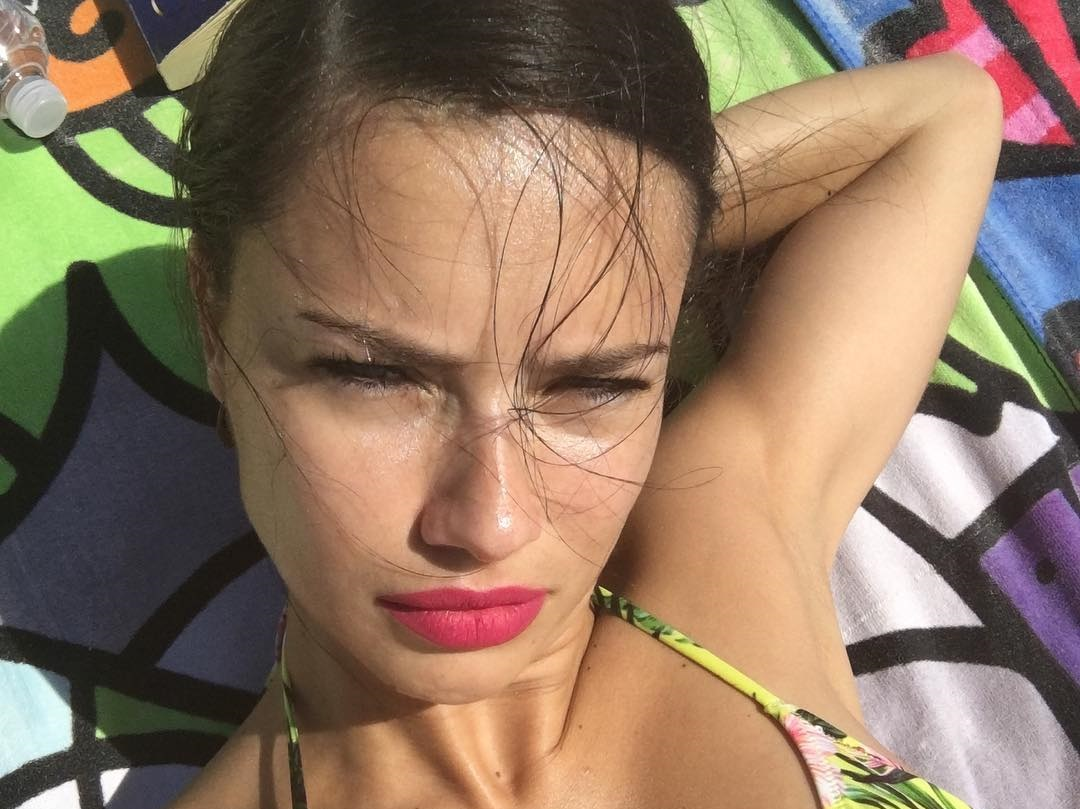 Adriana-Lima-Wallpapers-Insta-Fit-BIo-17
