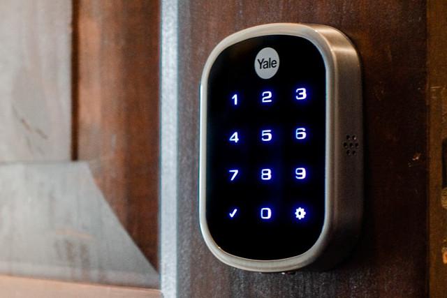 smartlock-2048px-yale