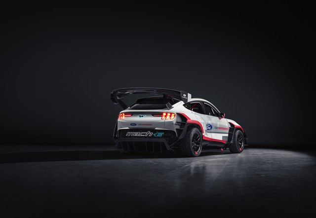 Ford Performance et RTR dévoilent un prototype 100% électrique, la Mustang Mach-E 1400, pour un nouvel art du drift Mach-E-1400-Reveal-Photos-5