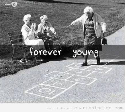 https://i.ibb.co/BGw5cb7/abuelas-jugando-rayuela-charranca-forever-young1.jpg