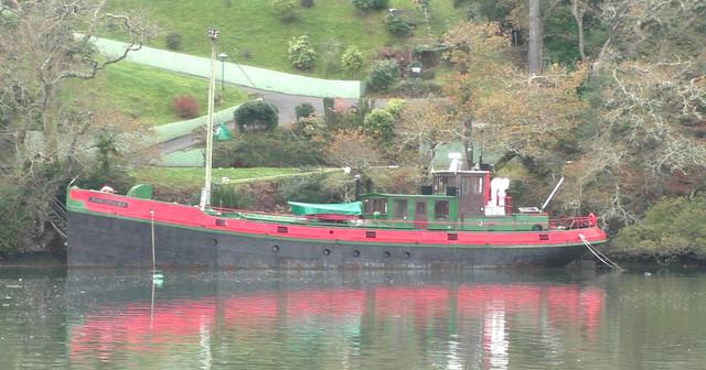 06-lovely-barge