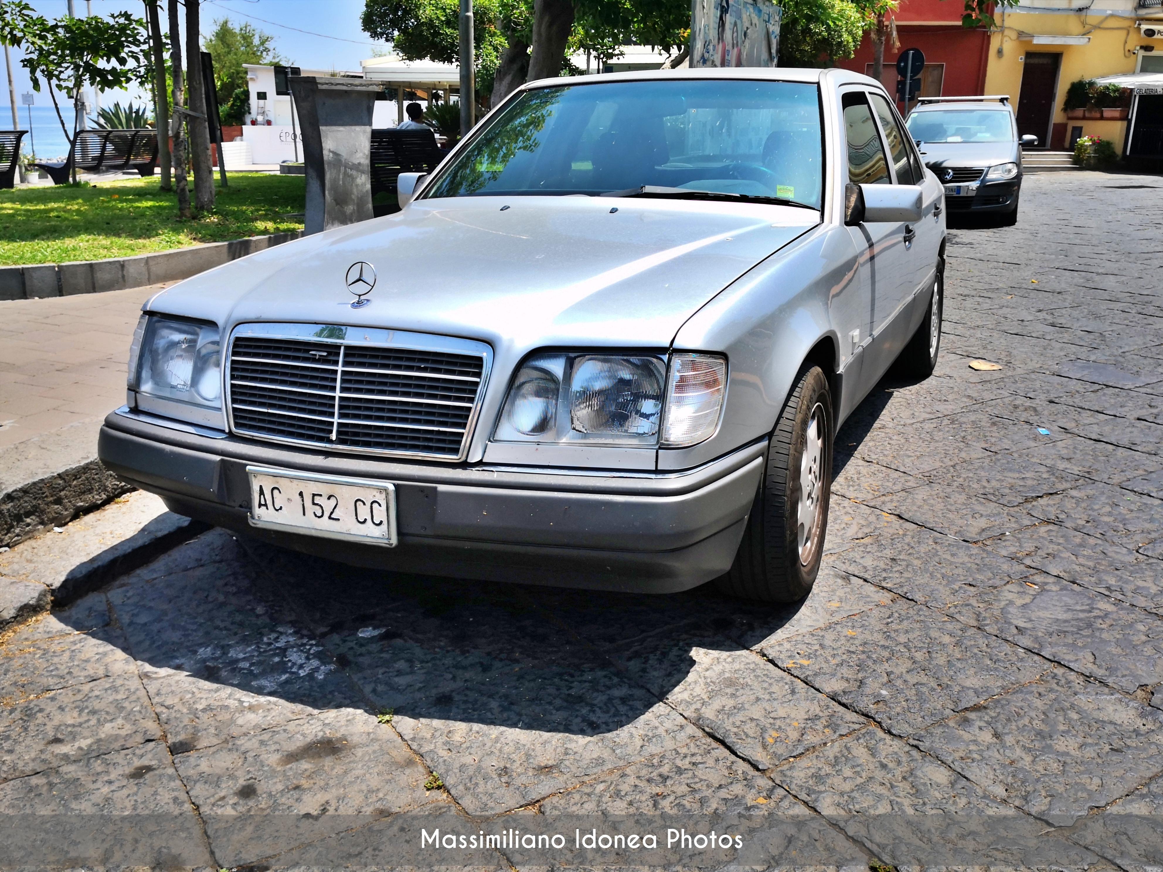 avvistamenti auto storiche - Pagina 8 Mercedes-W124-250-D-2-5-94cv-93-AC152-CC-620-737-11-11-2019