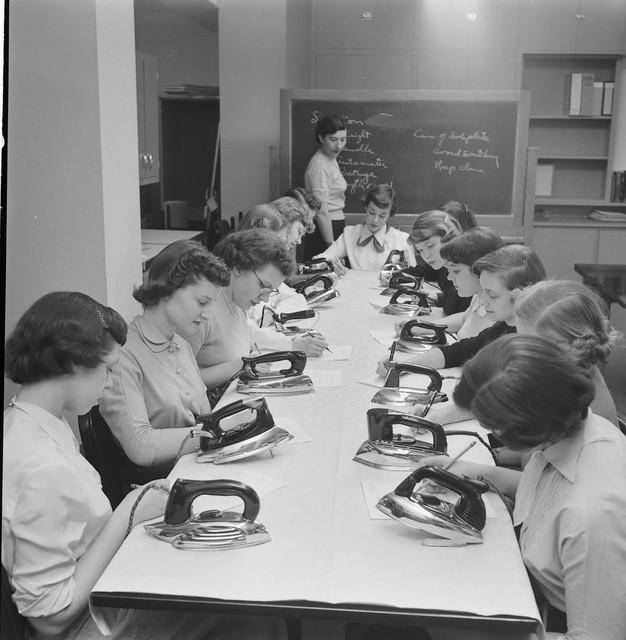 Home-Economics-course-at-Cornell-University-USA-1951-8